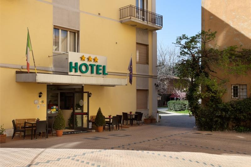 Parking hotel giardino livorno italy